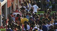 Sportovní fanoušci ve frontách na vstupenky na OH v Riu.