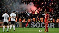 Fotbalový zápas mezi Českem a Německem v kvalifikaci o postup na MS 2018 bude mít dohru kvůli chování německých fanoušků. Policie už odhalila třináct výtržníků, kteří narušovali zápas. Na snímku slaví fanoušci gól německého týmu.
