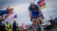 Český cyklista Zdeněk Štybar trati společného cyklistického šampionátu v Plzni.