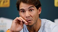 Rafael Nadal odstoupil kvůli zranění z turnaje v Paříži a přijde o post světové jedničky