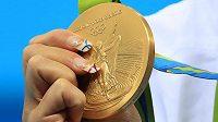 Zlatá olympijská medaile má v jednotlivých zemích různorodé formy ocenění.