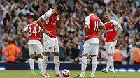 Rozpaky a smutek. Po skvělých výkonech Arsenalu před startem sezóny se Kanonýři v úvodním zápase Premier League trápili a podlehli West Hamu.