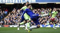 Záložník Chelsea Cesc Fábregas.