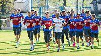 Čeští fotbaloví reprezentanti do 21 let na tréninku.