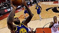 DeMarcus Cousins přestupuju z Golden State do celku LA Lakers.