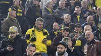 Fanoušci Dortmundu čekali na čtvrtfinále Ligy mistrů na stadiónu marně, kvůli explozím u autobusu BVB se zápas nehrál. Byl odložen na středu. Fandové na internetu ihned zkoumali, co se stalo.