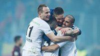 Fotbalisté Mladé Boleslavi oslavují vítězství 1:0 nad Spartou.