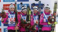 Bronzová česká štafeta biatlonistek ve složení (zleva) Lucie Charvátová, Veronika Vítková, Markéta Davidová a Eva Puskarčíková.