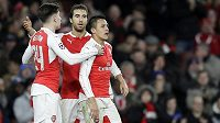 Fotbalisté Arsenalu jsou kritizování za zbytečně luxusní přepravu.