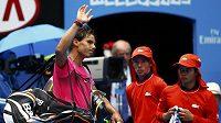 Poražený Rafael Nadal se loučí s fanoušky na Australian Open už po čtvrtfinále.