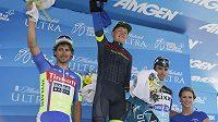 Zleva Peter Sagan, Toms Skujins a Julian Alaphilippe po třetí etapě závodu Kolem Kalifornie.