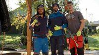 Obránce Vítkovic Petr Gewiese (uprostřed) ještě nedávno pracoval jako zedník