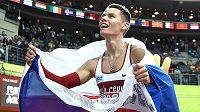 Běžec Pavel Maslák oslavuje zlato ve finále 400 m během halového mistrovství Evropy v Praze.