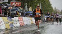 Nepříznivé počasí připravilo běžcům nebývale tvrdé podmínky.