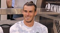 Fotbalista Realu Madrid Gareth Bale sedí na lavičce Bílého baletu během debaklu 3:7 s Atlétikem Madrid.