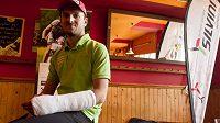 Jan Škarnitzl odnesl pád v tréninku před závodem SP zlomeninou ruky.