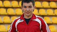 Fotbalista Emil Kenžisarjev bojuje v nemocnici o život.
