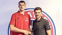 Basketbalista Ondřej Balvín (vlevo) už je hráčem Bayernu Mnichov.