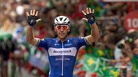 Belgický cyklista Philippe Gilbert slaví triumf ve 12. etapě Vuelty.
