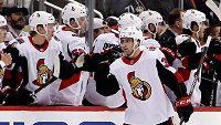 Hokejový útočník Colin White bude dál pokračovat v NHL v dresu Ottawy.