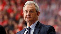 Staronovým trenérem hokejistů Calgary v NHL je Darryl Sutter.