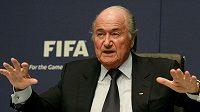 Prezident FIFA Sepp Blatter na páteční tiskovce.
