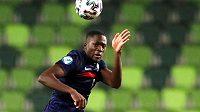 Francouzský obránce Ibrahima Konaté bude oblékat dres Liverpoolu.