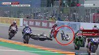 Nehoda Němce Reiterbergera na startu závodu v Aragonu.