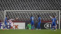El Fardou Ben Nabouhane z CZ Bělehrad otevírá skóre zápasu s Libercem.