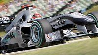 Michael Schumacher s monopostem Mercedes.