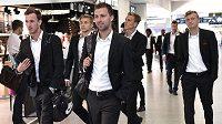 Fotbalisté Sparty (zleva) Matěj Hybš, Martin Frýdek, Josef Hušbauer, Bořek Dočkal a Ladislav Krejčí na ruzyňském letišti před cestou do Moskvy na utkání 3. předkola LM.