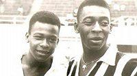 Zoca a Pelé na archivním snímku.