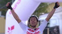 Český cyklista Adam Ťoupalík slaví triumf ve 3. etapě závodu v Norsku.