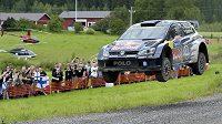 Jari-Matti Latvala se svým Volkswagenem Polo během Finské rallye.