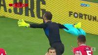 Polský gólman Andrzej Witan rozhodl o vítězství svého týmu poměrem 2:1, když se trefil hlavou po rohovém kopu v sedmé minutě nastavení zápasu o sestup.