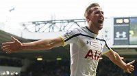 Harry Kane z Tottenhamu se raduje z gólu.