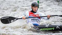 Kajakář Vít Přindiš během Českého poháru ve vodním slalomu ve Veltrusech.