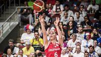 Karolína Elhotová při střelbě. Nyní se partnerka basketbalisty Tomáše Kyzlinka chystá na mateřské povinnosti.