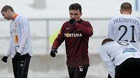 David Lafata oslavuje svůj první gól v dresu Sparty v přípravném utkání s Ružomberokem.