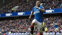 Útočník Glasgow Rangers Arnold Peralta slaví gól.