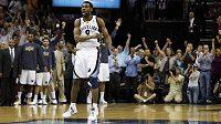 Tony Allen se raduje, basketbalisté Memphisu si výhrou nad Sacramentem zajistili poslední volné místo v play-off.