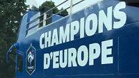 Autobus pro očekávané šampióny z Francie. Nakonec bylo vše jinak.