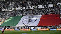Fanoušci Juventusu na stadiónu v Turíně.