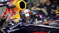 Německý pilot Sebastian Vettel, již jistý mistr světa v seriálu formule 1, zajel nejrychlejší čas v pátečních trénincích na Velkou cenu Abú Zabí.