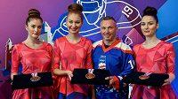 Organizátoři mistrovství světa v hokeji představili v Bratislavě medaile pro tři nejlepší týmy MS. Cenným kovům dominují postava hokejisty a motiv slovenských hor.