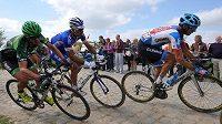Cyklisté na kostkách při letošním ročníku slavné klasiky Paříž - Roubaix.
