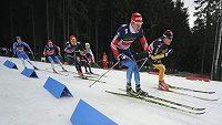 Světový pohár v běhu na lyžích v Novém Městě na Moravě. Vpředu Sergej Usťugov z Ruska.