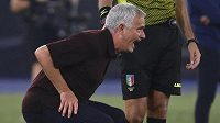Portugalský trenér AS Řím José Mourinho zápas se Sassuolem hodně prožíval.