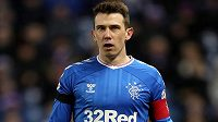 Záložník Glasgow Rangers Ryan Jack bude Skotsku chybět