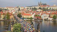 Tisíce nadšených běžců letos Prahu při akcích Runczechu nezaplní.